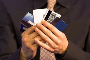 om cu carduri de credit